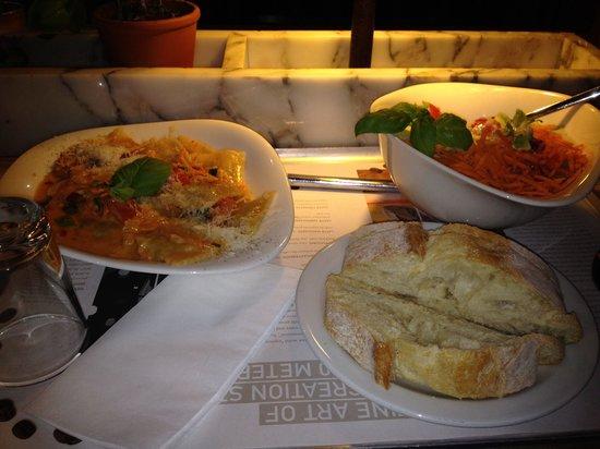 Vapiano - Bankside: Ravioli with salad and bread! Nice beer too