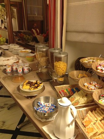 Hotel Arcangelo: part of the breakfast buffet