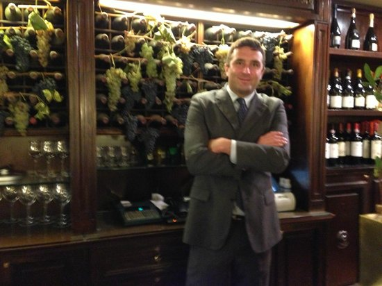 Cantinetta Antinori: Daniele with the 2013 harvest grapes in the background