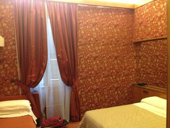 Hotel Arcangelo: room (double bed and additional bed)