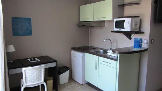 Studio avec kitchenette photo de h tel les cr oles saint gilles les bains - Kitchenette pour studio ...