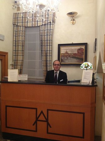 Hotel Arcangelo: front desk