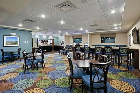 Holiday Inn Express Hotel & Suites Deming Mimbres Valley: Breakfast Room / Great Room