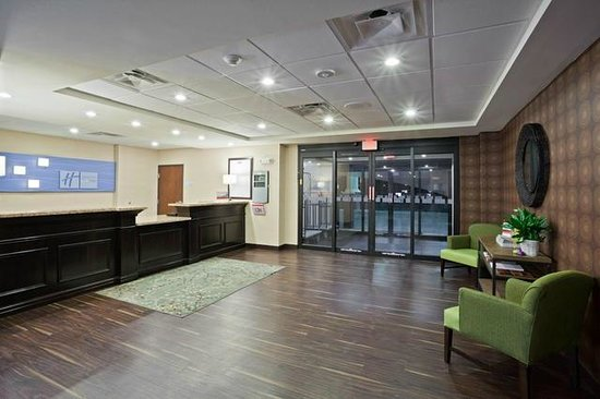Holiday Inn Express Hotel & Suites Deming Mimbres Valley: Hotel Lobby