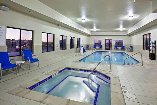 Holiday Inn Express Hotel & Suites Deming Mimbres Valley: Indoor Pool and Hot Tub