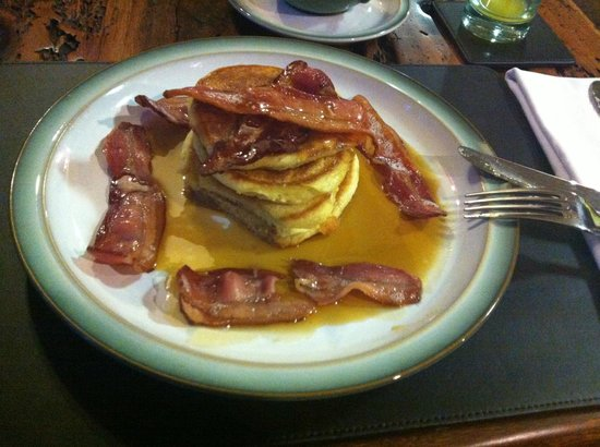Lowthwaite B&B: American pancakes with bacon and maple syrup