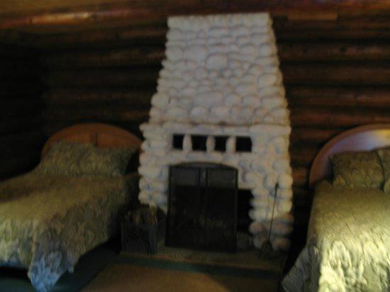 Gateway Inn & Cabins: Rustic Cabin