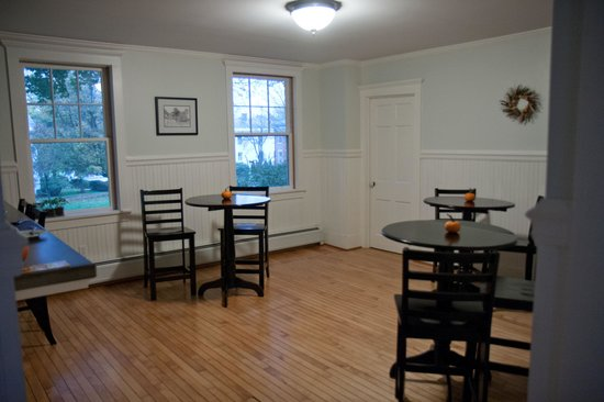 Eddington House Inn: breakfast area