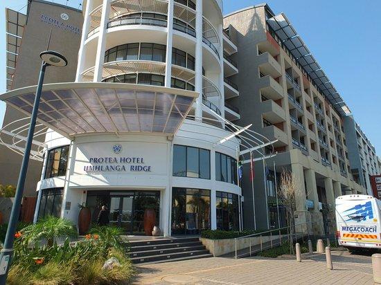 Protea Hotel Marriot Durban Umhlanga Ridge: Extérieur de l'hôtel
