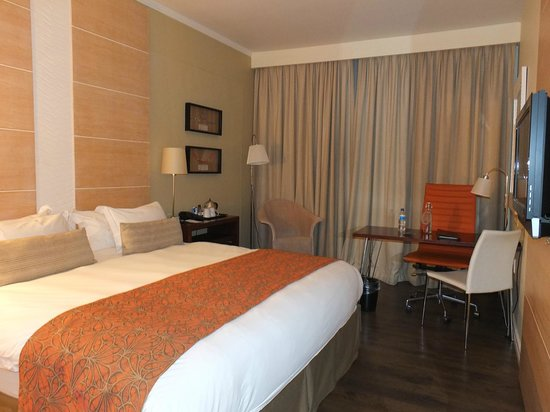 Protea Hotel By Marriott Durban Umhlanga Ridge: Chambre spacieuse et confortable
