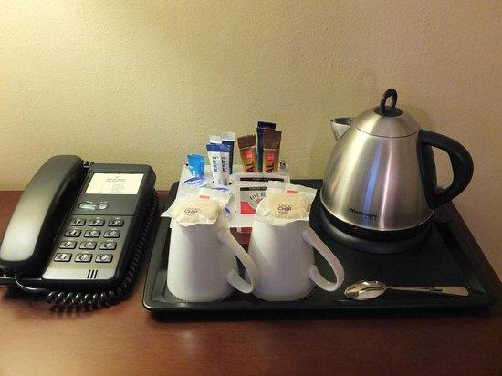 Protea Hotel By Marriott Durban Umhlanga Ridge : Bouilloire avec café et thé