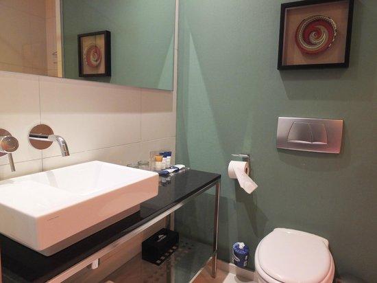 Protea Hotel By Marriott Durban Umhlanga Ridge : Salle de bain au design moderne