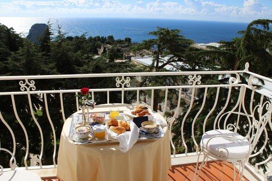 Grand Hotel Quisisana : Nosso cafe da manha no quarto!