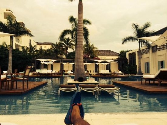 Gansevoort Turks + Caicos: By the pool