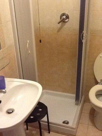 Hotel dell'Urbe: ducha extra small.....