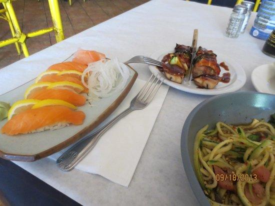 Kohnami Restaurant: Salmon Nigiri and Chicken Yakitori