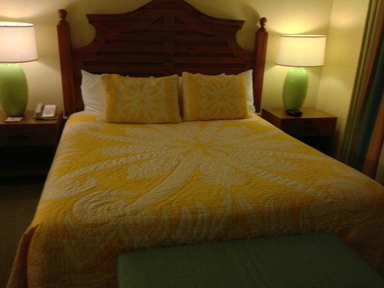 Wyndham Kona Hawaiian Resort : King Size Bed in the Master Suite
