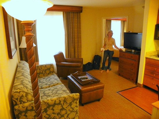 Homewood Suites by Hilton St. Petersburg Clearwater: Getting comfy on our arrival..