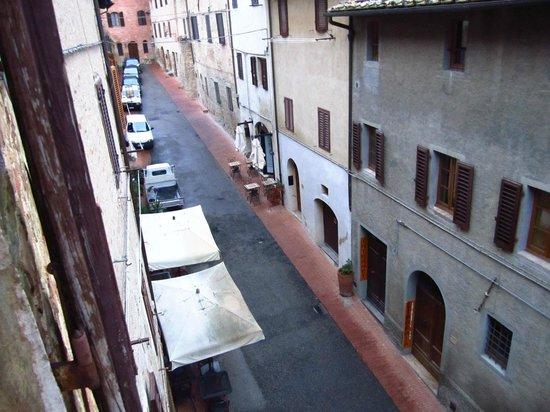 Residenza d'Epoca Palazzo Buonaccorsi: Vista dalla finestra di una camera matrimoniale con bagno privato interno