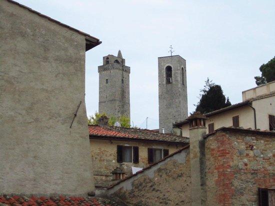 Residenza d'Epoca Palazzo Buonaccorsi : Vista dalla finestrella piccina piccina del bagno