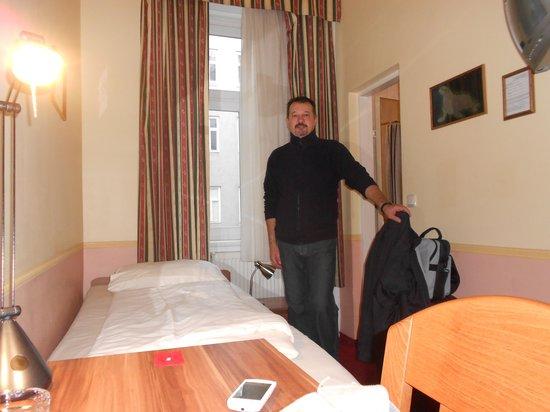 Hotel Resonanz Vienna: stanza hotel