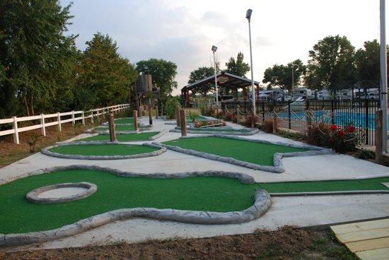 Nashville Jellystone Park: Golf anyone!
