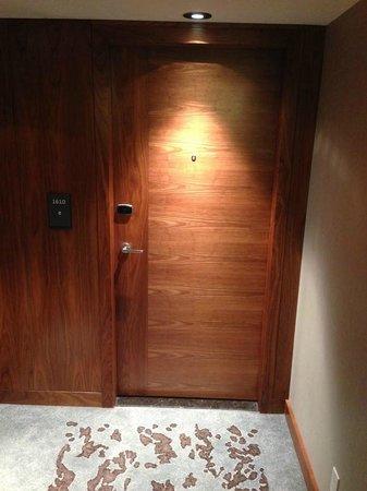 Fairmont Pacific Rim: Hallway