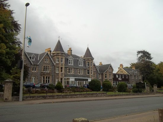 The Craiglynne Hotel: Front of hotel from park
