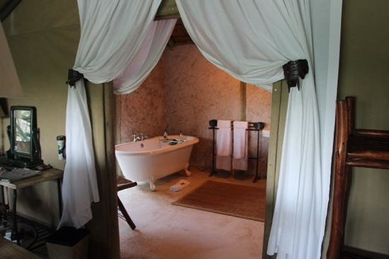 Tanda Tula Safari Camp: our bathroom