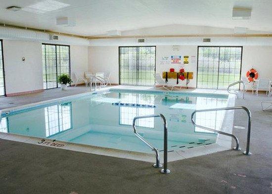 Baymont Inn & Suites Michigan City: Pool AINQuality Inn