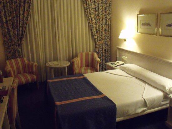 Ayre Hotel Sevilla: stanza
