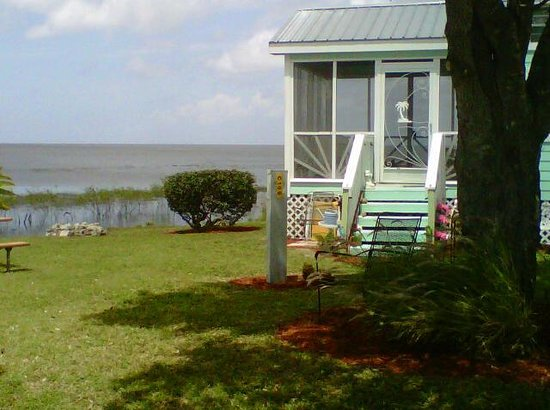 Lake Okeechobee Outpost : The Beach Cottage