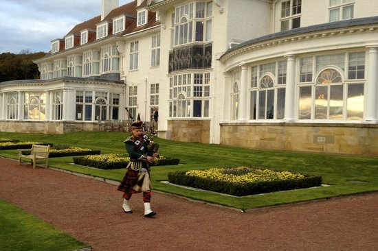 Trump Turnberry, A Luxury Collection Resort, Scotland : The Evening Bagpiper