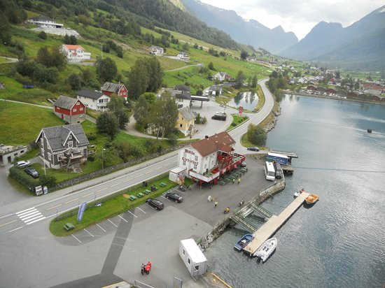 Stryn, Norwegia: View of Olden from cruise ship dock