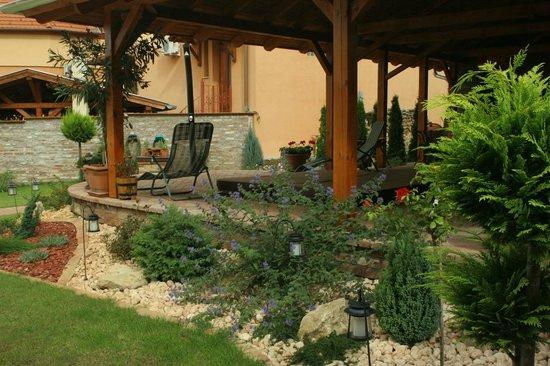 Rozmann Family Panzio & Apartmanhaz: Garden