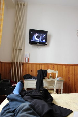 Hotel du Cygne: Television in room #14. View from bed.