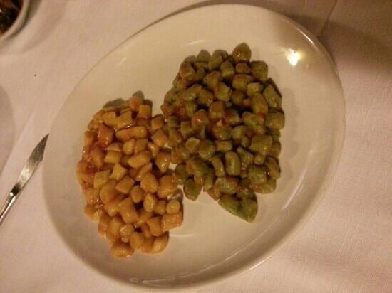 Antica Trattoria S. Protaso: chicche di zucca con porcini e di spinaci con pomodoro
