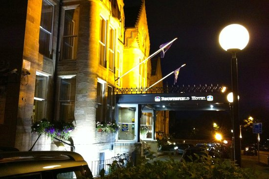 BEST WESTERN PLUS Edinburgh City Centre Bruntsfield Hotel : Front of Hotel at Night