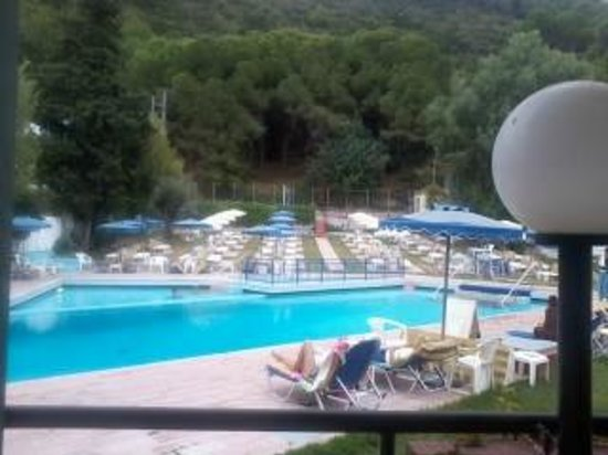 Hotel Solemar: Pool area from bar