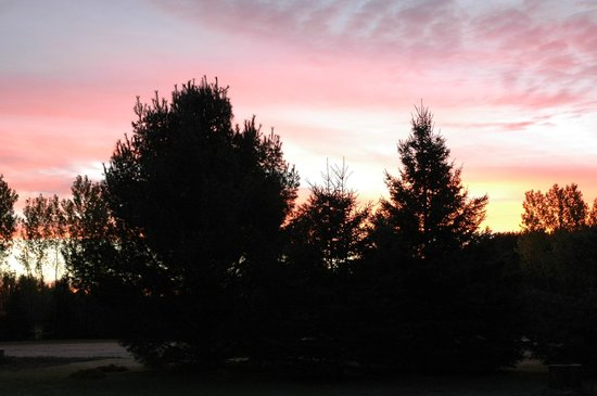 The Bourget Inn & Spa Resort: Sunset at Classy Country Bourget Inn & Spa
