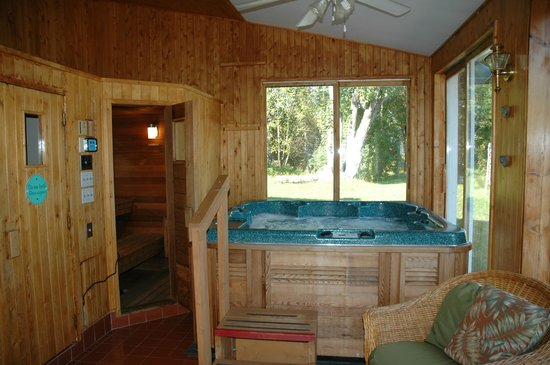 The Bourget Inn & Spa Resort : Jacuzzi at Bourget Inn & Spa