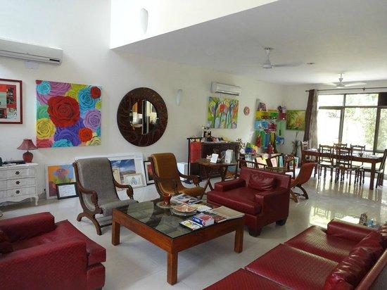 Cinnamon Stays: The living room at Cinnamon Nirvana