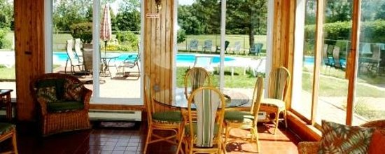 The Bourget Inn & Spa Resort: Pool view from Solarium at Classy Country Bourget Inn & Spa