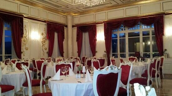 Limak Thermal Boutique Hotel: this beautiful dining room service the best food ever.