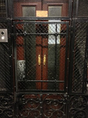 Olympia Hotel Genova: Great old classic OTIS lift