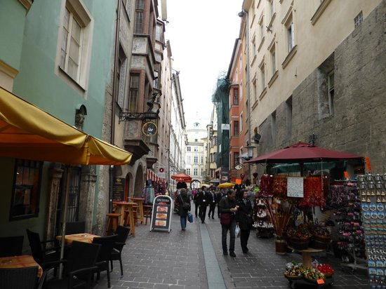 Hotel Innsbruck: beautiful old town area!