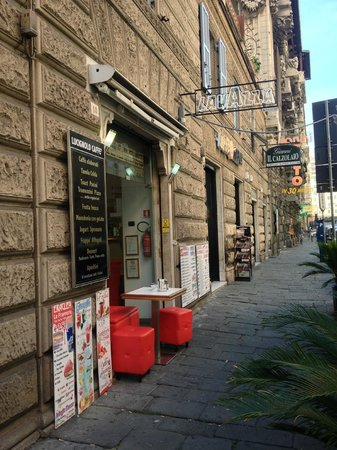 Olympia Hotel Genova : Lavassa Cafe (1 of the complimentary Breakfast Bars that Angelo sends you to with valid a Bus. C