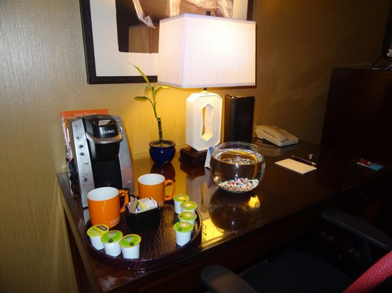Kimpton Hotel Monaco Denver: Comfortable, welcoming great room with a fish!