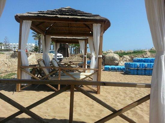 Constantinou Bros Athena Beach Hotel: Beach