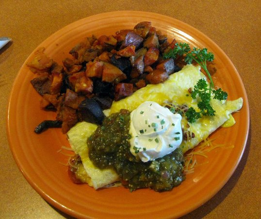 Duluth Grill: The Mexican Omelete and their excellet red flannel hash